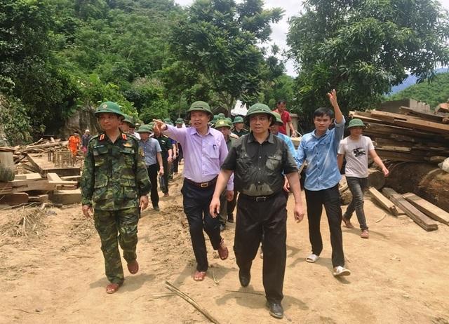 Trưởng ban Tổ chức Trung ương thăm hỏi, chỉ đạo khắc phục hậu quả mưa lũ - 1