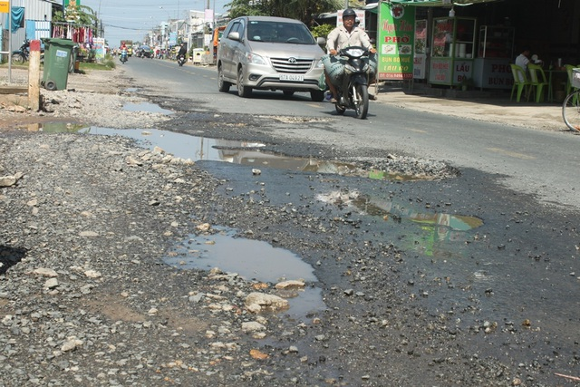Quốc lộ 80 đoạn qua Cần Thơ xuống cấp nghiêm trọng, tai nạn liên tiếp - 3