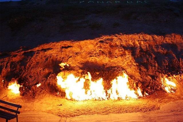 Đến nơi có thể chứng kiến cảnh nước suối bốc cháy - 1