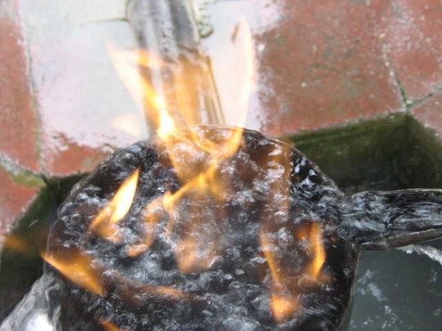 Đến nơi có thể chứng kiến cảnh nước suối bốc cháy - 3