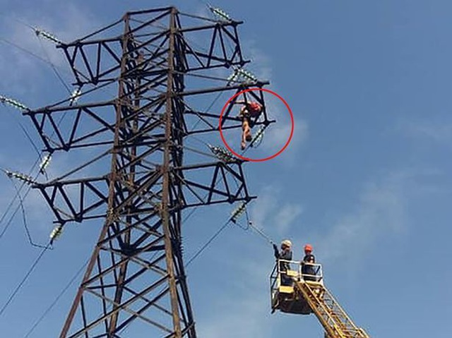Leo cột cao thế để chụp ảnh tự sướng, thiếu niên bị điện giật chết - 2