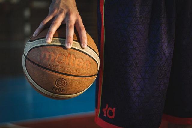 Nam vận động viên bóng rổ bị cấm thi đấu 2 năm vì xét nghiệm thấy... mang thai - 1