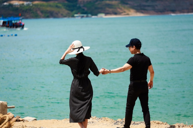 """Ngọc Sơn tiết lộ về bộ ảnh cưới kỳ lạ cùng danh tính """"cô dâu bí ẩn"""" - 10"""