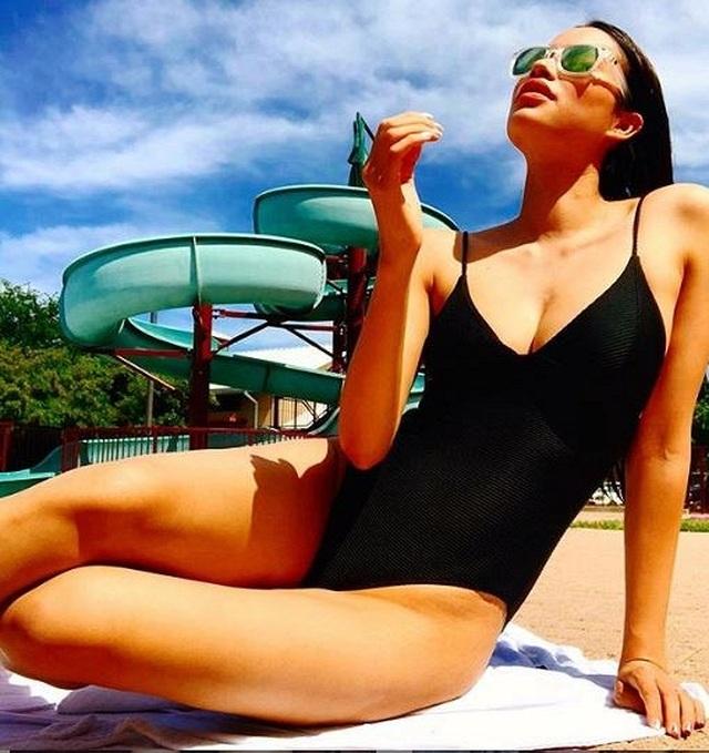 Hoa hậu Phạm Hương diện bikini khoe vóc dáng nóng bỏng bên trời Tây - 3