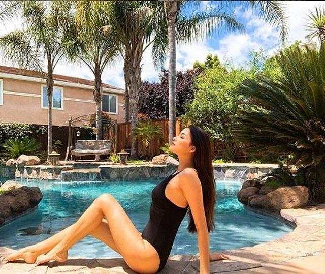 Hoa hậu Phạm Hương diện bikini khoe vóc dáng nóng bỏng bên trời Tây - 4