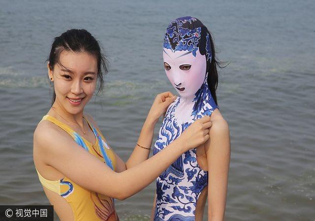 Thời trang tắm biển ở Trung Quốc khiến nhiều người … sốc nặng - 1