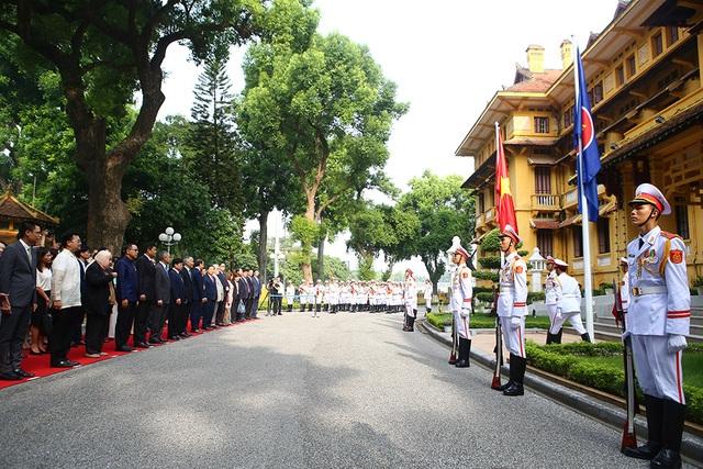 Lễ thượng cờ ASEAN trang trọng ở Hà Nội kỷ niệm 52 năm thành lập - 10