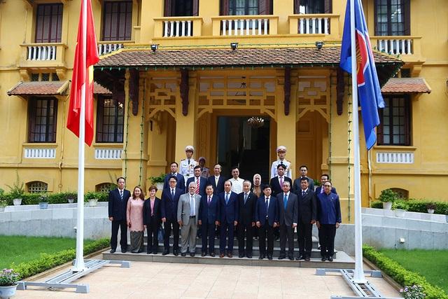 Lễ thượng cờ ASEAN trang trọng ở Hà Nội kỷ niệm 52 năm thành lập - 11