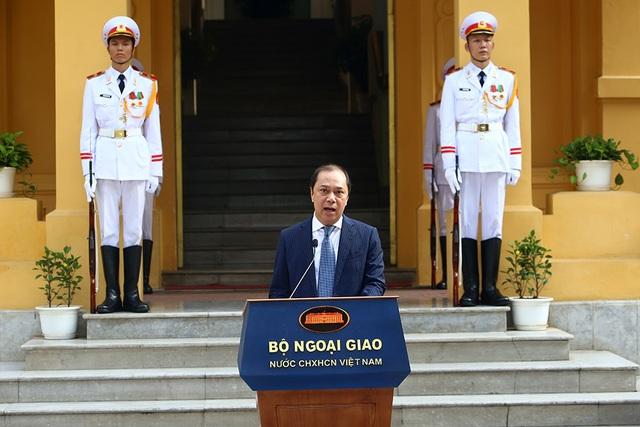 Lễ thượng cờ ASEAN trang trọng ở Hà Nội kỷ niệm 52 năm thành lập - 2