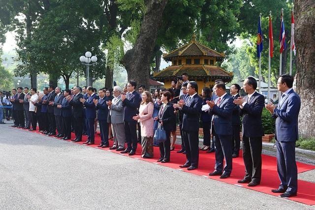 Lễ thượng cờ ASEAN trang trọng ở Hà Nội kỷ niệm 52 năm thành lập - 3