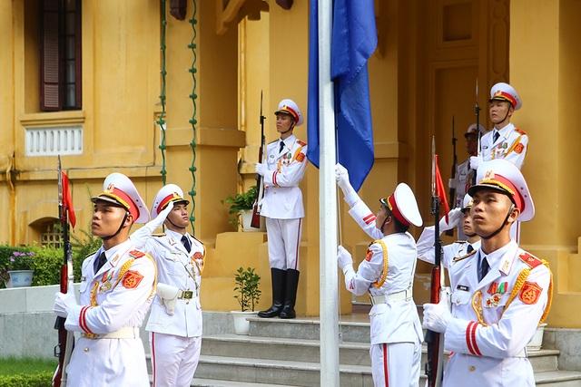 Lễ thượng cờ ASEAN trang trọng ở Hà Nội kỷ niệm 52 năm thành lập - Ảnh minh hoạ 7