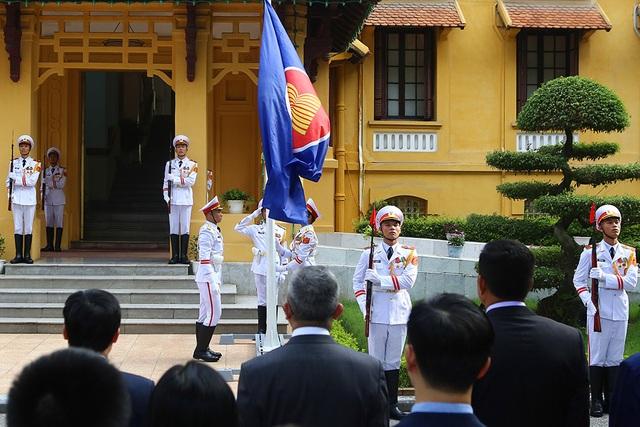 Lễ thượng cờ ASEAN trang trọng ở Hà Nội kỷ niệm 52 năm thành lập - 8
