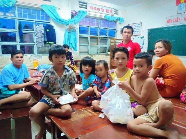 Ngày thứ 8 Phú Quốc ngập lụt: Lũ rút dần, tiếp tục sơ tán dân - 14