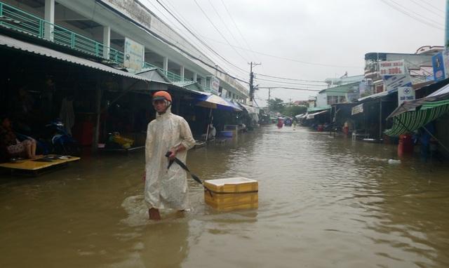 Ngày thứ 8 Phú Quốc ngập lụt: Lũ rút dần, tiếp tục sơ tán dân - 4
