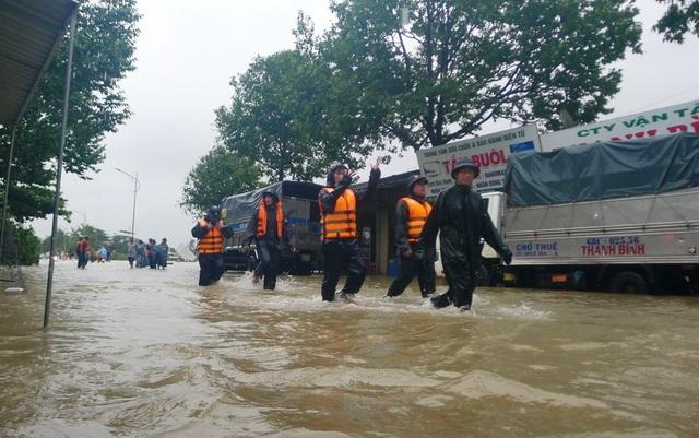 Ngày thứ 8 Phú Quốc ngập lụt: Lũ rút dần, tiếp tục sơ tán dân - 16