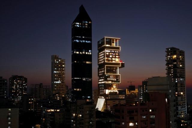 Đột nhập ngôi nhà đắt đỏ nhất hành tinh: 6 tầng chỉ để siêu xe?    - 4