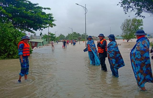 Ngày thứ 8 Phú Quốc ngập lụt: Lũ rút dần, tiếp tục sơ tán dân - 6
