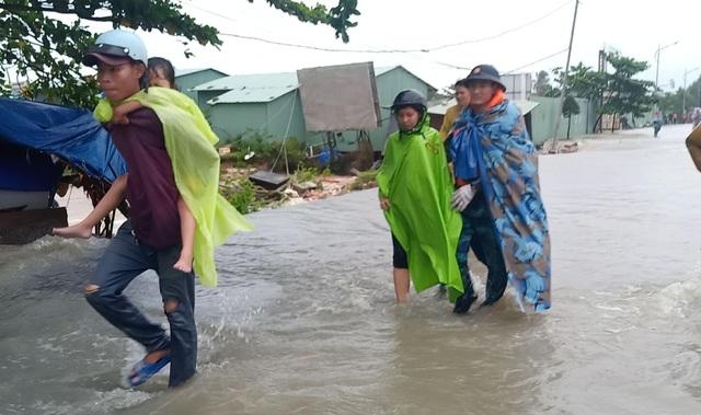 Ngày thứ 8 Phú Quốc ngập lụt: Lũ rút dần, tiếp tục sơ tán dân - 8