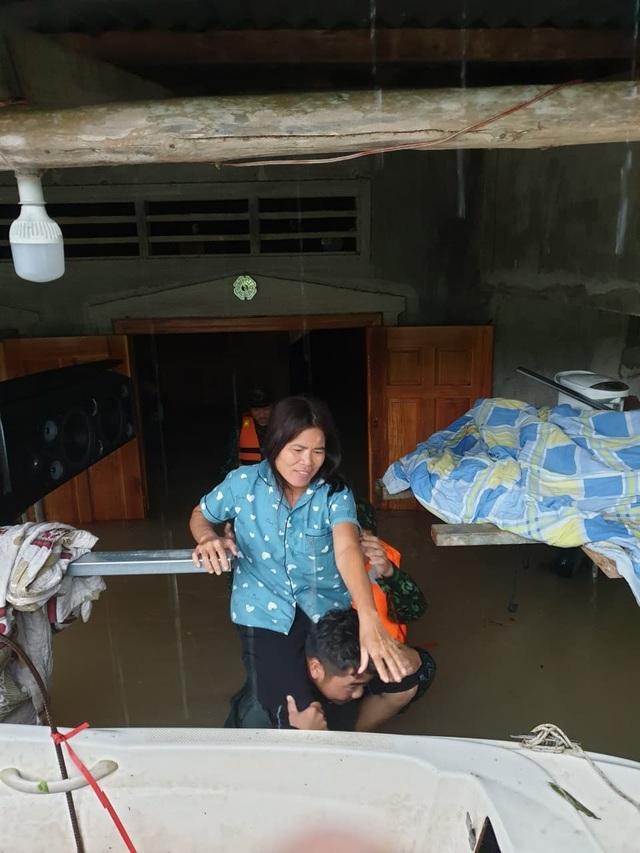 Phú Quốc lũ dâng cao ngang đầu người, huy động 1.000 quân cứu dân - 8