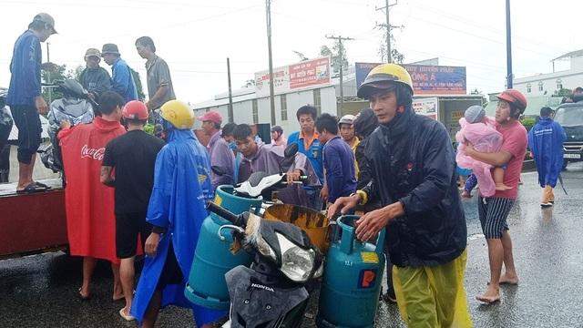 Phú Quốc lũ dâng cao ngang đầu người, huy động 1.000 quân cứu dân - 15