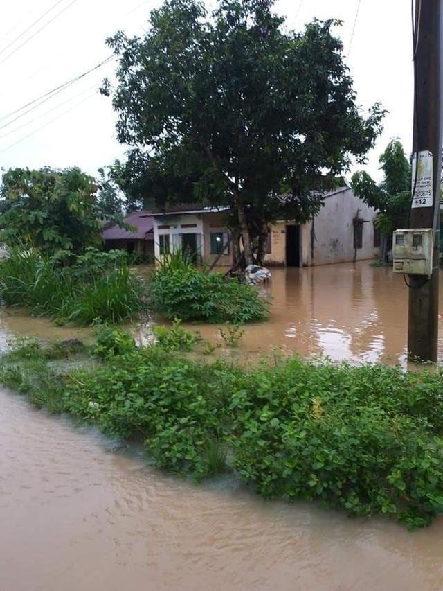 Nước lũ dâng cao, 1 người mất tích, hơn 700 hộ dân sơ tán - 1