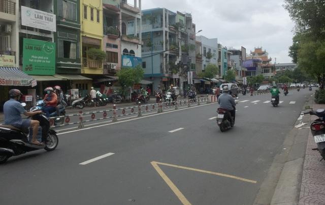 Hai nhóm thanh niên chém nhau kinh hoàng giữa trung tâm Sài Gòn - 2