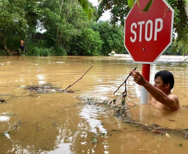 Nước lũ dâng cao, 1 người mất tích, hơn 700 hộ dân sơ tán - 3