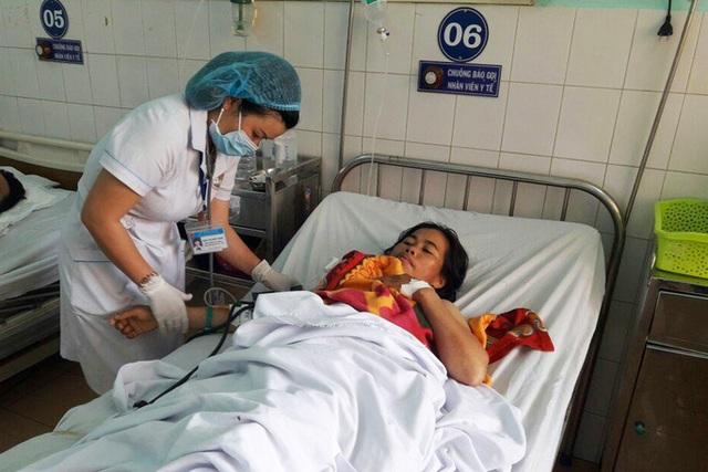 Đình chỉ hai nữ hộ sinh truyền nhầm nhóm máu cho bệnh nhân - 1