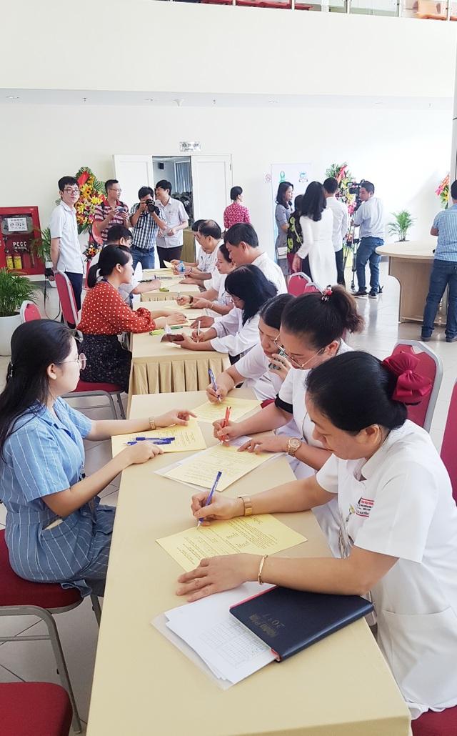 Hàng trăm người đăng ký hiến tặng mô/tạng ở lễ thành lập Trung tâm Ghép tạng tại Huế - 10