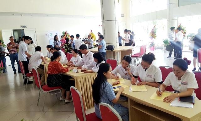 Hàng trăm người đăng ký hiến tặng mô/tạng ở lễ thành lập Trung tâm Ghép tạng tại Huế - 1