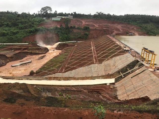 Hồ thủy điện chứa 13 triệu m3 nước suýt bị vỡ do… củi? - 3