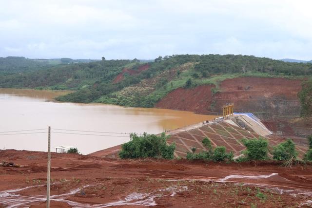 Hồ thủy điện chứa 13 triệu m3 nước suýt bị vỡ do… củi? - 1
