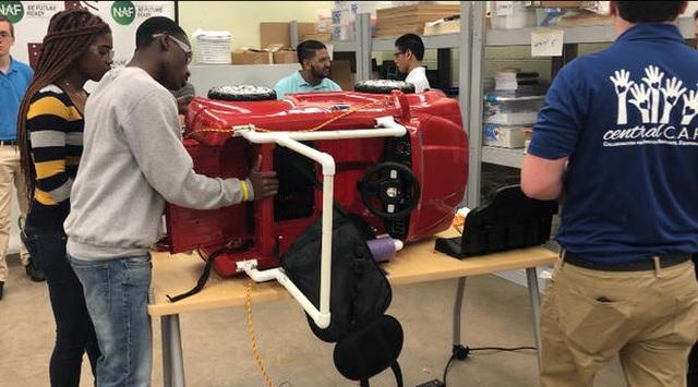 Sinh viên ngành STEM chế tạo xe điện miễn phí cho trẻ khuyết tật - 1