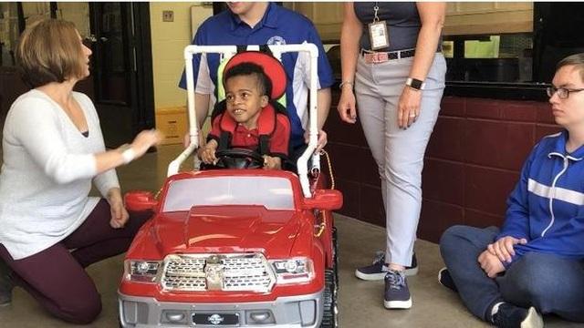 Sinh viên ngành STEM chế tạo xe điện miễn phí cho trẻ khuyết tật - 2