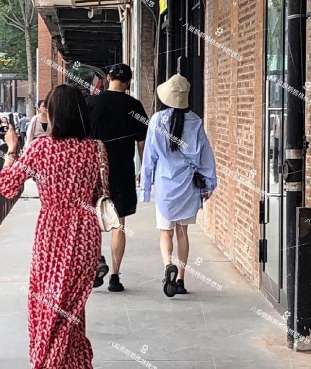 """8 tháng sau ly hôn, Dương Mịch hò hẹn với """"đàn em"""" kém tuổi? - 2"""