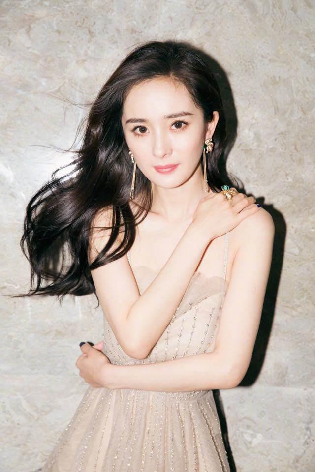 """8 tháng sau ly hôn, Dương Mịch hò hẹn với """"đàn em"""" kém tuổi? - 4"""
