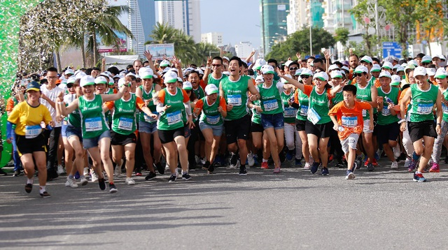 Manulife tài trợ dài hạn marathon quốc tế Đà Nẵng - 2