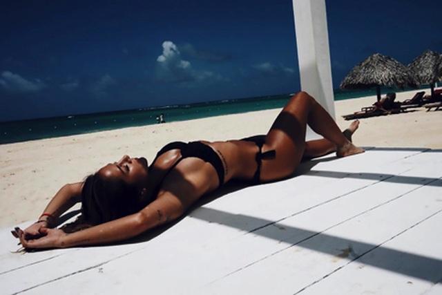 Ngắm mỹ nữ nóng bỏng đã phũ phàng từ chối Alexis Sanchez - 3