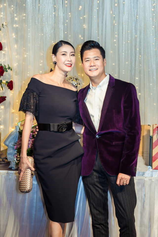 Vợ chồng Cẩm Vân - Khắc Triệu, Lệ Quyên mừng sinh nhật tuổi 43 của Quang Dũng - 13