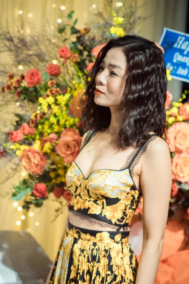 Vợ chồng Cẩm Vân - Khắc Triệu, Lệ Quyên mừng sinh nhật tuổi 43 của Quang Dũng - 3