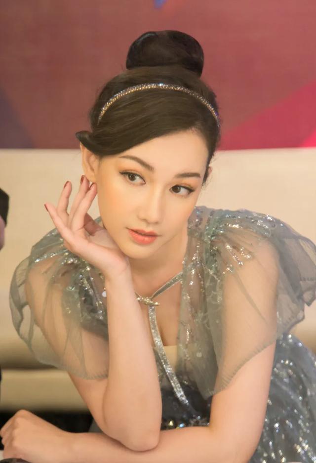 Tự Long khiến MC Quỳnh Chi khóc hết nước mắt - 1