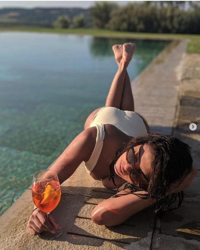 Sao và những màn diện đồ bơi nóng bỏng nhất mùa hè này - 3