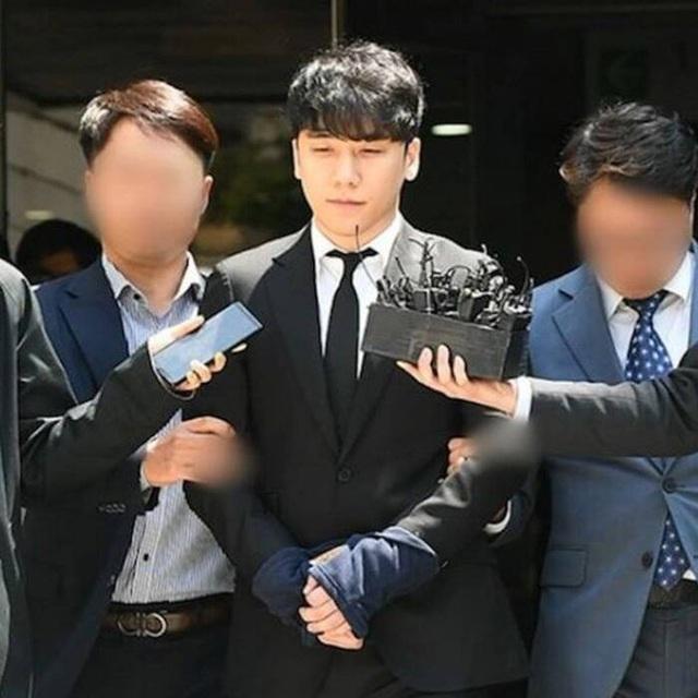Cựu chủ tịch của YG Entertainment và Seungri bị nghi đánh bạc trái phép - 3