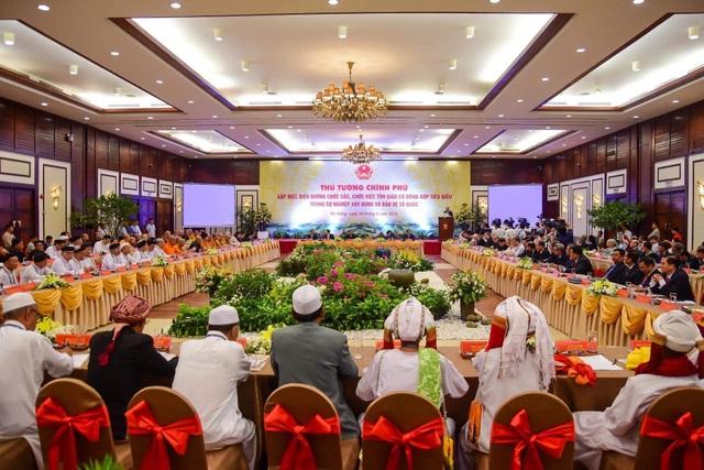 Thủ tướng Nguyễn Xuân Phúc gặp mặt các chức sắc tôn giáo tiêu biểu - Ảnh minh hoạ 2