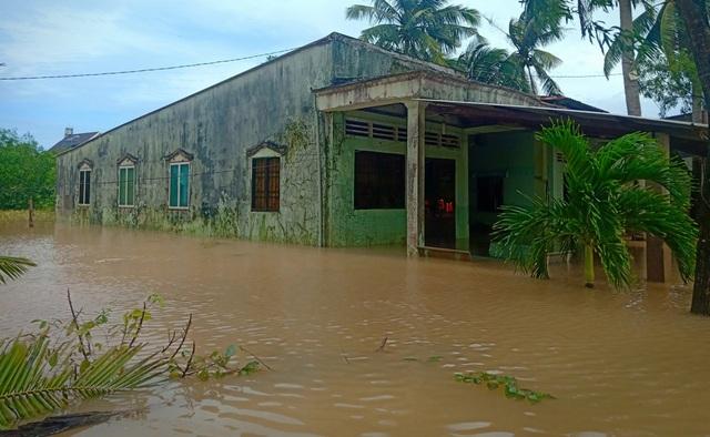 Nghĩa tình hộp cơm, tấm áo trong đợt lũ lụt chưa từng có ở Phú Quốc - 8