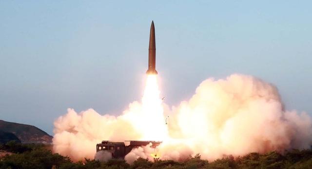 Triều Tiên phóng liên tiếp 2 tên lửa - 1