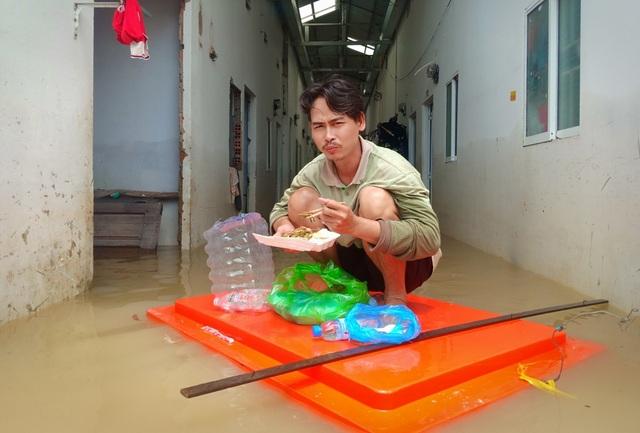 Nghĩa tình hộp cơm, tấm áo trong đợt lũ lụt chưa từng có ở Phú Quốc - 14