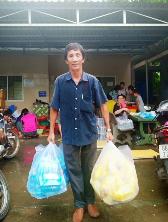Nghĩa tình hộp cơm, tấm áo trong đợt lũ lụt chưa từng có ở Phú Quốc - 6