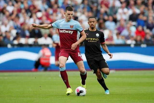 West Ham 0-5 Man City: Hat-trick của Sterling và dấu ấn của VAR - 8