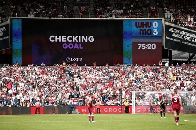Lần đầu tiên VAR từ chối bàn thắng tại Premier League - 2